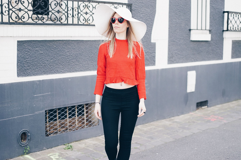 top rouge chapeau